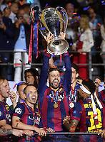 FUSSBALL  CHAMPIONS LEAGUE  FINALE  SAISON 2014/2015  06.06.2015 Juventus Turin - FC Barcelona TEAMJUBELJUBEL CHL Sieger 2015  FC Barcelona: Ivan Rakitic, Andres Iniesta , Gerard Pique mit Pokal undAdriano Neymar (v.li)