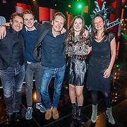 NLD/Hilversum/20160129 - Finale The Voice of Holland 2016, Winnares Maan met haar ouders en Marco Borsato