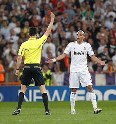 27-04-2011 VOETBAL: SEMI FINAL CL REAL MADRID - FC BARCELONA: MADRID<br /> Pepe red card during Champions League semifinal<br /> *** NETHERLANDS ONLY***<br /> ©2011-FH.nl- EXPA/ Alterphotos/ ALFAQUI / Alex Cid-Fuentes