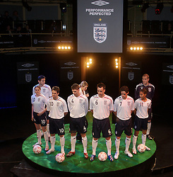 Manchester, England - Monday, February 5, 2007: England players Frank Lampard, Kelly Smith, Michael Owen, Steven Gerrard, John Terry, Owen Hargreaves, Rachel Yankey and Paul Robinson launch the new England home kit at the Royal Exchange Theatre in Manchester. (Pic by David Rawcliffe/Propaganda)