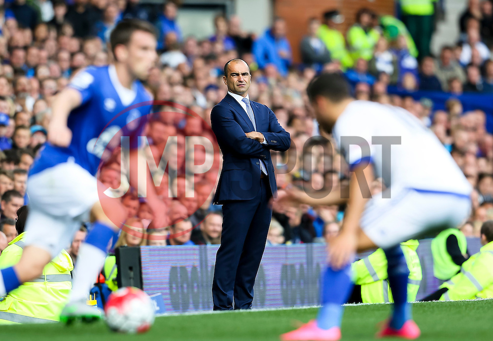 Everton Manager, Roberto Martinez watches with Seamus Coleman in possession - Mandatory byline: Matt McNulty/JMP - 07966386802 - 12/09/2015 - FOOTBALL - Goodison Park -Everton,England - Everton v Chelsea - Barclays Premier League