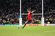 England's Fly Half Owen Farrell scoring the final penalty to take the score 35 - 11 during the Rugby World Cup Pool A match between England and Fiji at Twickenham, Richmond, United Kingdom on 18 September 2015. Photo by Matthew Redman.