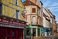 France, Bourgogne-Franche-Comté, Yonne (89), Sens, rue de la Republique // France, Burgundy, Yonne, Sens, Republique street