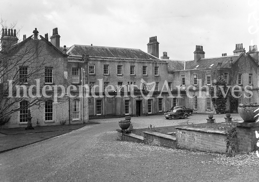 R523 Knocklofty Castle, Tipperary, 4th January 1954.Exterior view of castle and grounds. (Part of the Independent Ireland Newspapers/NLI Collection)
