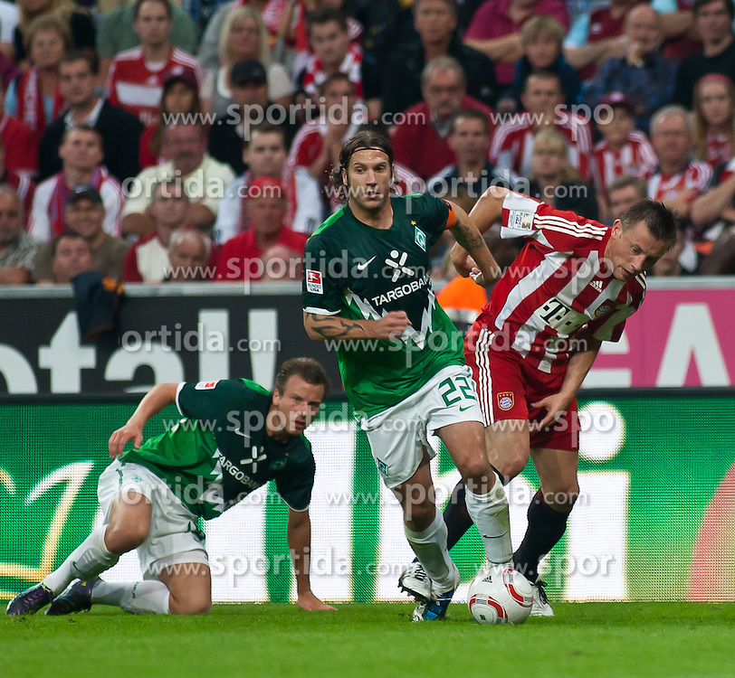 11.09.2010, Allianz Arena, München, GER, 1. FBL, FC Bayern München vs Werder Bremen, im Bild Torsten Frings, (Werder Bremen, #22) vs Ivica Olic, (FC Bayern München, #11), EXPA Pictures © 2010, PhotoCredit: EXPA/ J. Feichter / SPORTIDA PHOTO AGENCY