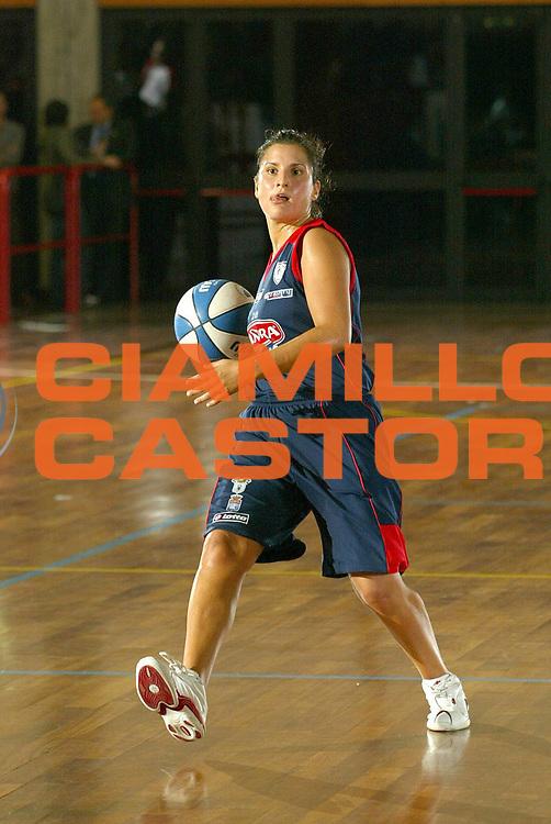 DESCRIZIONE : LA SPEZIA CAMPIONATO ITALIANO DI BASKET FEMMINILE LEGA A1 2004-2005<br />GIOCATORE : MIRCHANDAN<br />SQUADRA : PASTA AMBRA TARANTO<br />EVENTO : CAMPIONATO ITALIANO BASKET FEMMINILE LEGA A1 2004-2005<br />GARA : PASTA AMBRA TARANTO-COPRA ALESSANDRIA<br />DATA : 17/10/2004<br />CATEGORIA : passaggio<br />SPORT : Pallacanestro<br />AUTORE : Agenzia Ciamillo-Castoria/S.D'Errico