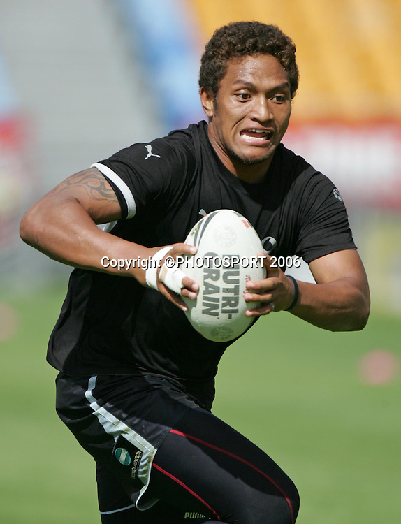 Warriors wing Manu Vatuvei in action during the Vodafone Warriors training session held at Ericsson Stadium, Auckland, on Wednesday 5 April, 2006. Photo: Andrew Cornaga/PHOTOSPORT<br />
