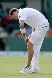 July 19, 2018 - Colombo, Sri Lanka - South African cricketer Dale Steyn inspects his knee during the first day of the 2nd test cricket match between Sri Lanka and South Africa at SSC International Cricket ground, Colombo, Sri Lanka on Friday 20 July 2018  (Credit Image: © Tharaka Basnayaka/NurPhoto via ZUMA Press)