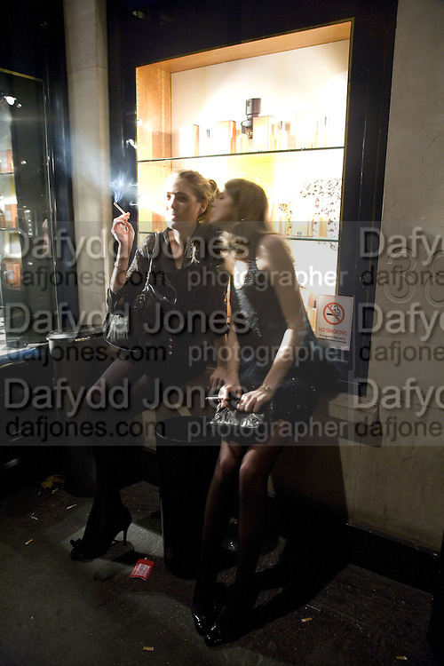 Flora Soames and Lady Florence von Preussen, Tatler's Little Black Book party. Tramp. Jermyn St.  London. 7 November 2007. -DO NOT ARCHIVE-© Copyright Photograph by Dafydd Jones. 248 Clapham Rd. London SW9 0PZ. Tel 0207 820 0771. www.dafjones.com.