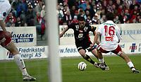Fotball Tippeliga Fredrikstad - Brann Fredrikstad stadion 9. mai 2005<br /> Scharner Brann og Lars Blixt (16) FFK<br /> Foto Kurt Pedersen