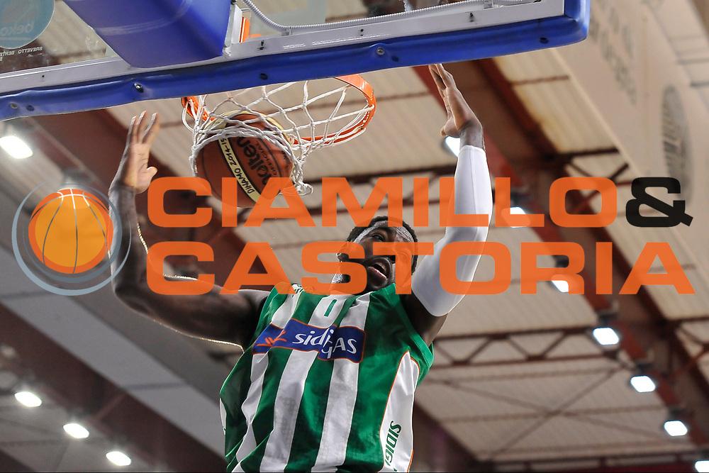 DESCRIZIONE : Campionato 2014/15 Dinamo Banco di Sardegna Sassari - Sidigas Scandone Avellino<br /> GIOCATORE : O.D. Anosike<br /> CATEGORIA : Tiro Penetrazione Sequenza<br /> SQUADRA : Sidigas Scandone Avellino<br /> EVENTO : LegaBasket Serie A Beko 2014/2015<br /> GARA : Dinamo Banco di Sardegna Sassari - Sidigas Scandone Avellino<br /> DATA : 24/11/2014<br /> SPORT : Pallacanestro <br /> AUTORE : Agenzia Ciamillo-Castoria / Claudio Atzori<br /> Galleria : LegaBasket Serie A Beko 2014/2015<br /> Fotonotizia : Campionato 2014/15 Dinamo Banco di Sardegna Sassari - Sidigas Scandone Avellino<br /> Predefinita :