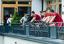23.05.2016, Forsthofgut, Leogang, AUT, UEFA Euro, Frankreich, Vorbereitung Ungarn, Training, im Bild die Ungarischen Spieler beim Aufwärmen // Hungarian Team Players warm up during a training session at the Trainingscamp of Team Hungary for Preparation of the UEFA Euro 2016 France at the Forsthofgut in Leogang, Austria on 2016/05/23. EXPA Pictures © 2016, PhotoCredit: EXPA/ Johann Groder