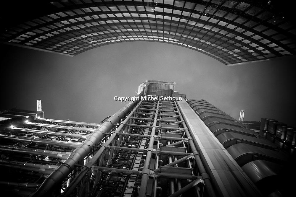 London. UK. Lloyds building  , in the city financial district of london / la tour des assurances loyds architectes Rogers  , dans le quartier financier de la city
