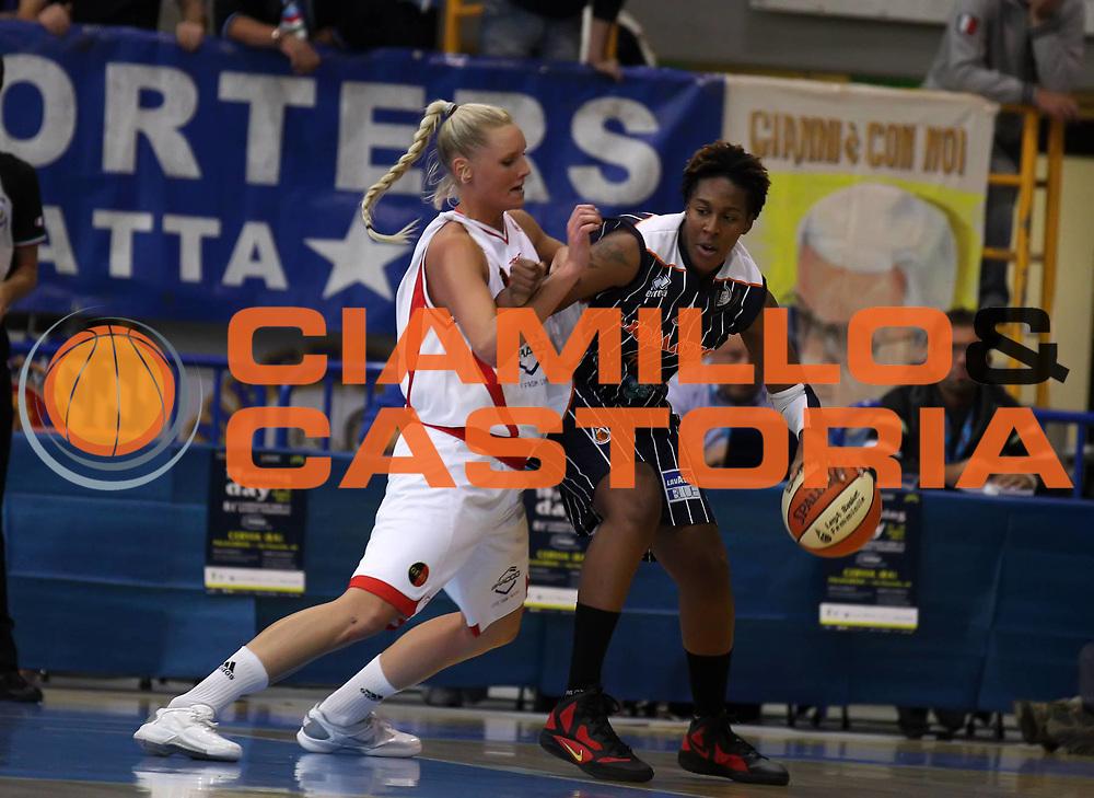 DESCRIZIONE : Cervia Lega A1 Femminile 2011-12 Opening Day 2011 Bracco Geas Sesto San Giovanni Liomatic Umbertide<br /> GIOCATORE : Tiffany Stransbury<br /> SQUADRA : Liomatic Umbertide<br /> EVENTO : Campionato Lega A1 Femminile 2011-2012 <br /> GARA : Bracco Geas Sesto San Giovanni Liomatic Umbertide<br /> DATA : 15/10/2011 <br /> CATEGORIA : <br /> SPORT : Pallacanestro <br /> AUTORE : Agenzia Ciamillo-Castoria/ElioCastoria<br /> Galleria : Lega Basket Femminile 2011-2012 <br /> Fotonotizia : Cervia Lega A1 Femminile 2011-12 Opening Day 2011 Bracco Geas Sesto San Giovanni Liomatic Umbertide<br /> Predefinita :