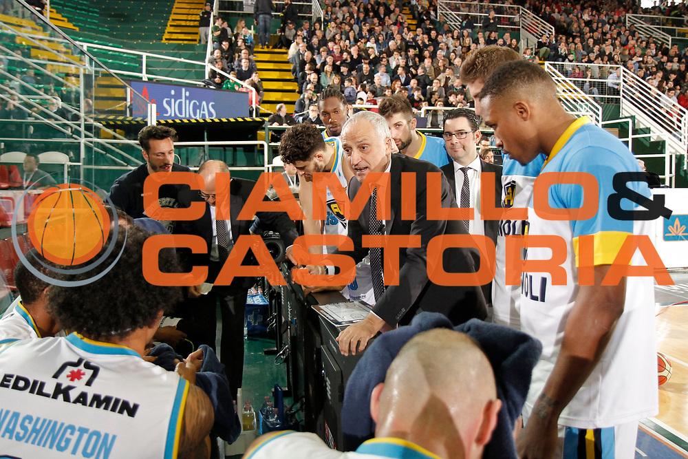 DESCRIZIONE : Avellino Lega A 2015-16 Sidigas Avellino Vanoli Cremona<br /> GIOCATORE : Cesare Pancotto<br /> CATEGORIA : timeout<br /> SQUADRA : Vanoli Cremona<br /> EVENTO : Campionato Lega A 2015-2016 <br /> GARA : Sidigas Avellino Vanoli Cremona<br /> DATA : 10/04/2016<br /> SPORT : Pallacanestro <br /> AUTORE : Agenzia Ciamillo-Castoria/A. De Lise <br /> Galleria : Lega Basket A 2015-2016 <br /> Fotonotizia : Avellino Lega A 2015-16 Sidigas Avellino Vanoli Cremona
