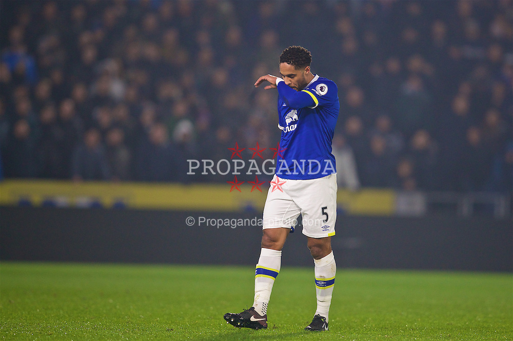 KINGSTON-UPON-HULL, ENGLAND - Friday, December 30, 2016: Everton's Ashley Williams looks dejected during the FA Premier League match against Hull City at the KCOM Stadium. (Pic by David Rawcliffe/Propaganda)