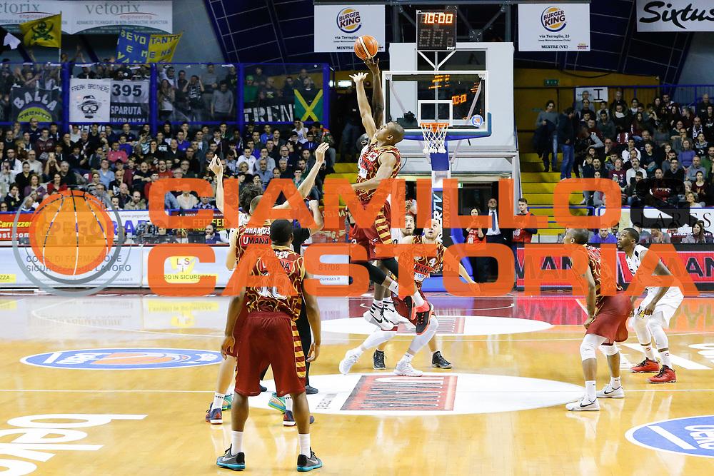 DESCRIZIONE : Venezia Lega A 2015-16 Umana Reyer Venezia Dolomiti Energia Trentino<br /> GIOCATORE : Josh Owens Julian Wright<br /> CATEGORIA : Contesa<br /> SQUADRA : Umana Reyer Venezia Dolomiti Energia Trentino<br /> EVENTO : Campionato Lega A 2015-2016<br /> GARA : Umana Reyer Venezia Dolomiti Energia Trentino<br /> DATA : 28/12/2015<br /> SPORT : Pallacanestro <br /> AUTORE : Agenzia Ciamillo-Castoria/G. Contessa<br /> Galleria : Lega Basket A 2015-2016 <br /> Fotonotizia : Venezia Lega A 2015-16 Umana Reyer Venezia Dolomiti Energia Trentino