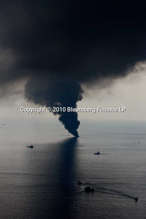 Smoke billows from controlled oil burns near the site of the BP Plc Deep Water Horizon oil spill site in the Gulf of Mexico off the coast of Louisiana, U.S., on Saturday, June 19, 2010. The BP Plc oil spill, which began when the leased Transocean Deepwater Horizon oil rig exploded on April 20, is gushing as much as 60,000 barrels of oil a day into the Gulf of Mexico, the government said. Photographer: Derick E. Hingle/Bloomberg