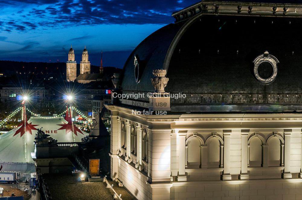 Suisse, Canton de Zurich, ville de Zurich, vue sur l'Opéra depuis toit de l'hôtel Ambassador sur Falkenstrasse 6  // Switzerland, Zurich canton, city of Zurich, view on Opera building from roof of Ambassador hotel at Falkenstrasse 6