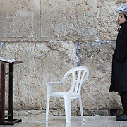 An ultra-orthodox man is seen as snow and rain fall at The Western Wall on January 7, 2015 in Jerusalem, Israel. (Photo by Elan Kawesch)