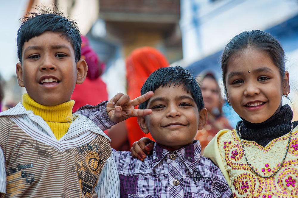 Three friends in Bundi (India)