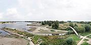 Nederland, Nijmegen, 19-8-2018Impressie van het laagwater in  de Waal. Door de lage waterstand in de Waal is de scheepvaart ernstig belemmerd. Het laagwater gaat morgen waarschijnlijk het record, laagterecord, verbreken . 6,89 meter boven NAP in 2011.Foto: Flip Franssen