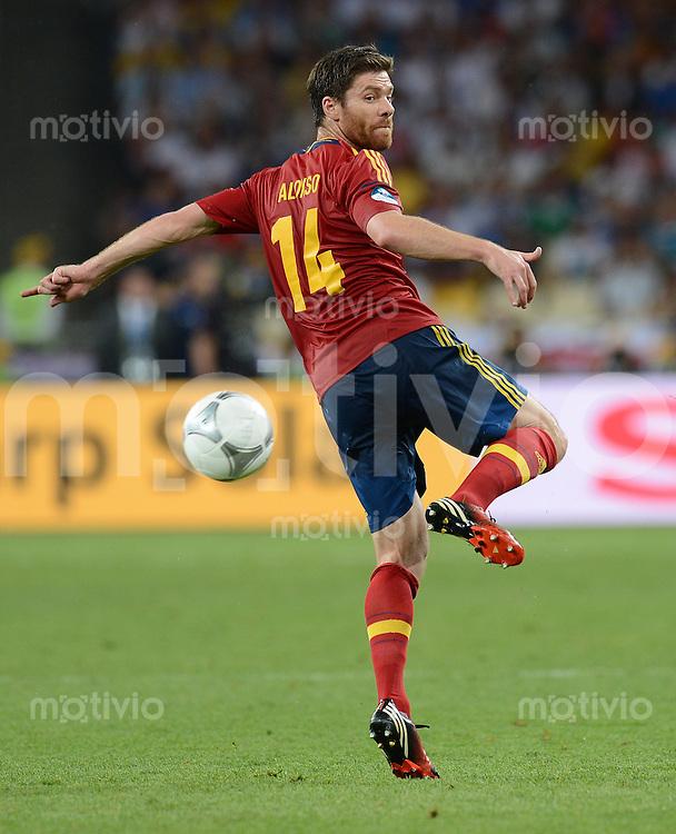 FUSSBALL  EUROPAMEISTERSCHAFT 2012   FINALE Spanien - Italien            01.07.2012 Xabi Alonso (Spanien) Einzelaktion am Ball