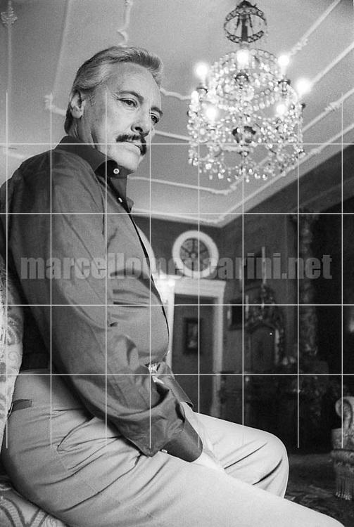 Lancenigo (Treviso),1979. Tenor Mario Del Monaco in his house / Lancenigo (Treviso). Il tenore Mario Del Monaco nella sua casa - © Marcello Mencarini