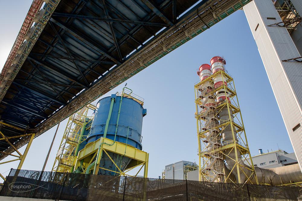 Brindisi, Feb. 2016 - La Centrale Elettrica a Carbone situata poco più a Sud della Città di Brindisi, quasi a ridosso del centro abitato. L'utilizzo del carbone per la produzione di energia nel nostro Paese è, purtroppo, ancora molto diffuso.
