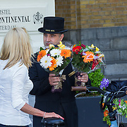 NLD/Amsterdam/20130606 - Barbra Streisand vertrekt bij haar hotel in Amsterdam naar haar concert in de Ziggodome, bloemen worden gebracht door fans - Flowers from fans fo american singer Barbra Streisand delivered at her hotel in Amsterdam