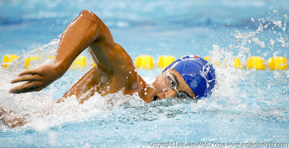 Singapore's Teo Zhen Ren in action during men's 400m Freestyle Heat 2 Swimming at the Incheon Asian Games in Incheon, west of Seoul, September 23, 2014. Photo by Lee Jae-Won (SOUTH KOREA) www.leejaewonpix.com/