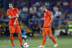 13-06-2012 VOETBAL: UEFA EURO 2012 DAY 6: POLEN OEKRAINE<br /> Robin van Persie (NED #16) und Wesley Sneijder (NED #10) during the UEFA EURO 2012 group B match between Netherlands en Germany at Metalist Stadium, Charkov, UKR<br /> ***NETHERLANDS ONLY***<br /> ©2012-FotoHoogendoorn.nl