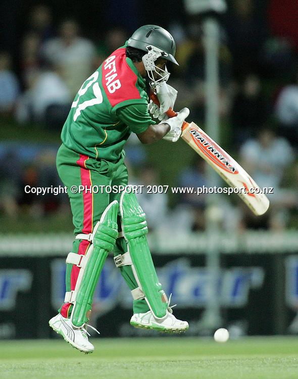 Aftab Ahemd in action. New Zealand XI v Bangladeshis. Bangladesh Cyclone Relief Fund match. Seddon Park, Hamilton, New Zealand. Sunday 23 December 2007. Photo: Hagen Hopkins/PHOTOSPORT