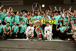 Formel 1: GP von Mexiko 2016 - Rennen in Mexiko-Stadt / 301016<br /> <br /> ***Race winner Lewis Hamilton (GBR) Mercedes AMG F1 and second placed team mate Nico Rosberg (GER) Mercedes AMG F1 celebrate with the team.<br /> 30.10.2016. Formula 1 World Championship, Rd 19, Mexican Grand Prix, Mexico City, Mexico, Race Day.<br />  Copyright: Bearne / XPB Images / action press ***