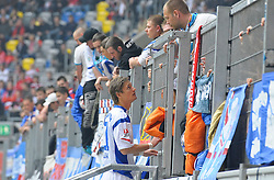 09.05.2010, Esprit Arena  Duesseldorf, GER, 2.FBL,Fortuna Duesseldorf vs. Hansa Rostock, 34.Spieltag, im Bild spricht  Kai Buelow  (Hansa Rostock #31 ) mit den Fans im Block.. ..EXPA Pictures © 2010, PhotoCredit: EXPA/ nph/  Freund / SPORTIDA PHOTO AGENCY
