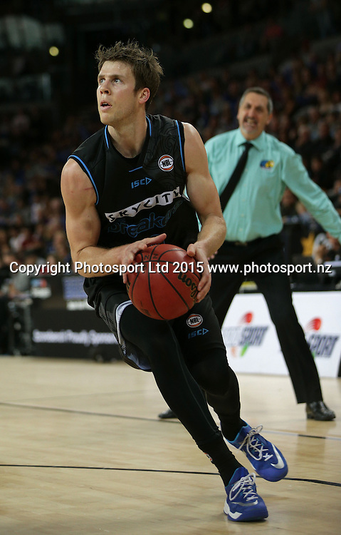 Breakers` Thomas Abercrombie in an ANBL Basketball Match, New Zealand Breakers v Townsville Crocodiles, Vector Arena, Auckland, New Zealand, Sunday, October 11, 2015. Copyright photo: David Rowland / www.photosport.nz