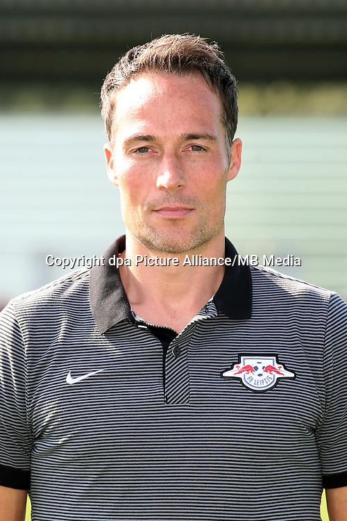 HANDOUT - 1. DFL, 1. Deutsche Bundesliga, RasenBallsport Leipzig, team photo shooting. Image shows goalkeeper coach Frederik Goessling (RB Leipzig). Photo: GEPA pictures/ Sven Sonntag - For editorial use only. Image is free of charge. |