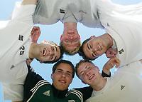 Fotball, La Manga, Spania. 25. februar 2002. Odd Grenland med U-landslags-spillerne  Armin Sistek, Jan Tore Andersen, Jan Gunnar Solli, Espen Hoff og Martin Wiig i bakgrunn.