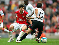 Photo: Tom Dulat.<br /> Arsenal v Sunderland. The FA Barclays Premiership. 07/10/2007.<br /> Liam Miller of Sunderland and Cesc Fabregas of Arsenal with the ball