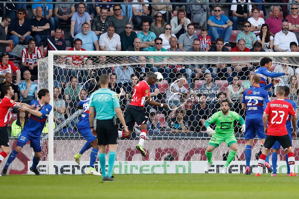 09-04-2017 VOETBAL:PSV-WILLEM II:EINDHOVEN<br /> Nicolas Isimat-Mirin van PSV kopt helemaal vrij de bal achter Kostas Lamprou van Willem II <br /> <br /> Foto: Geert van Erven