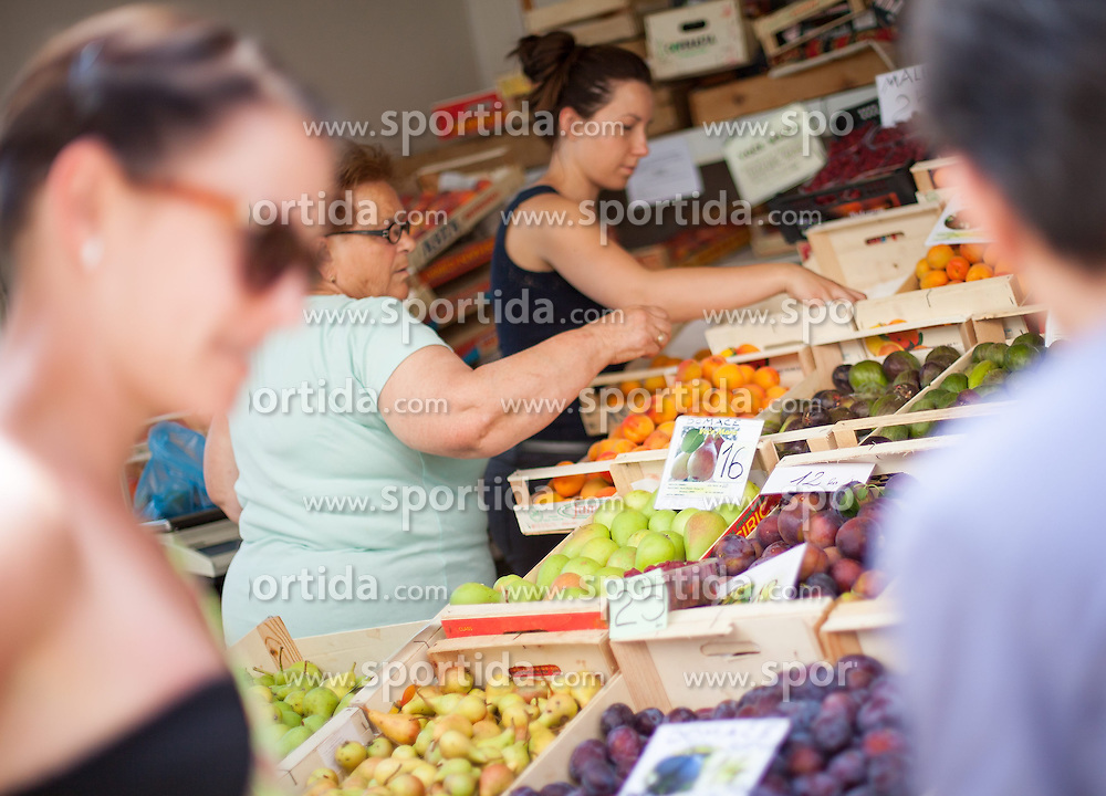 THEMENBILD - URLAUB IN KROATIEN, Kunden beim Kauf von frischen Obst, aufgenommen am 01.07.2014 in Porec, Kroatien // Customers who buy fresh fruits at the Market in Porec, Croatia on 2014/07/01. EXPA Pictures © 2014, PhotoCredit: EXPA/ JFK
