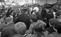 O Connell Street is brought to a stand still as the Dublin Street Traders hold a protest in the Street in Dublin, 09/03/1985 (Part of the Independent Newspapers Ireland/NLI Collection).