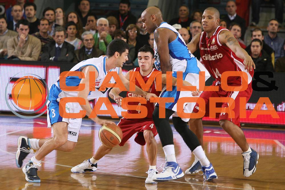 DESCRIZIONE : Napoli Lega A1 2007-08 Eldo Napoli Cimberio Varese <br /> GIOCATORE : Mike Bernard <br /> SQUADRA : Eldo Napoli <br /> EVENTO : Campionato Lega A1 2007-2008 <br /> GARA : Eldo Napoli Cimberio Varese <br /> DATA : 01/03/2008 <br /> CATEGORIA : Blocco <br /> SPORT : Pallacanestro <br /> AUTORE : Agenzia Ciamillo-Castoria/G.Ciamillo