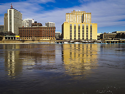 March 29, 2019 - St. Paul, Minnesota, U.S - The Mississippi River, past flood stage, flows past downtown St. Paul. The Mississippi River through the Twin Cities has already hit flood stage. Several roads and parks in St Paul are already closed in anticipation of higher flood levels. Weather forecasters and hydrologists have backed off a little on earlier predictions of severe flooding because the snow melt has been slower than expected. (Credit Image: © Jack Kurtz/ZUMA Wire)
