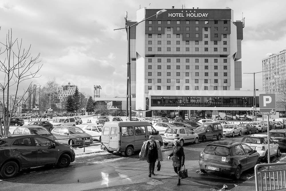 The famous Holiday Inn, where the journalists were staying, now called in other ways after a failure, the structure is the same, and you can park your car next without risk of grenades and snipers.