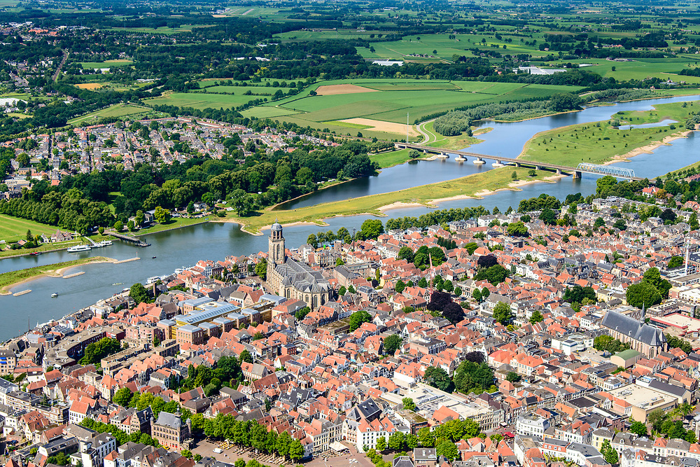 Nederland, Overijssel, Deventer, 17-07-2017; overzicht binnenstad Deventer met o.a. Lebuinuskerk, IJsselkade, Welle.  De Worp aan de overzijde van de rivier.<br /> Overview downtown Deventer, Deventer city centre.<br /> <br /> luchtfoto (toeslag op standard tarieven);<br /> aerial photo (additional fee required);<br /> copyright foto/photo Siebe Swart