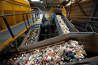 03 JAN 2012, BERLIN/GERMANY:<br /> Sortieranlage fuer Anfall / Wertstoffe aus der Gelben Tonne, Alba Recycling GmbH, Berlin-Mahlsdorf<br /> IMAGE: 20120103-01-007<br /> KEYWORDS: Wertstoffe, Recycling, Alba Group, Urban Mining, Gelber Sack, Gruener Punkt, Gr&uuml;ner Punkt, Duales System, Muell. M&uuml;ll. Verwertung