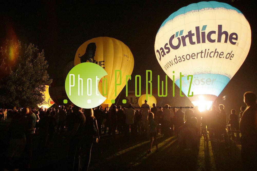 Mannheim. Luisenpark. Das Internationale R&circ;ser Ballonfestival, das zum sechsten Mal stattfindet, ist zum ersten Mal zu Gast in Mannheim. 18 Ballon-Fahrer und ihre Teams sind aus ganz Deutschland, aus Belgien, Italien und der Schweiz angereist, um hier zweimal t&permil;glich zu starten, wenn der Wind es zul&permil;sst.<br /> Ballongl&cedil;hen.<br /> Bild: Markus Proflwitz / masterpress /   *** Local Caption *** masterpress Mannheim - Pressefotoagentur<br /> Markus Proflwitz<br /> C8, 12-13<br /> 68159 MANNHEIM<br /> +49 621 33 93 93 60<br /> info@masterpress.org<br /> Dresdner Bank<br /> BLZ 67080050 / KTO 0650687000<br /> DE221362249