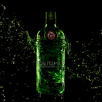 Advertising of Tanqueray Gin shot with a splash by Timothy Hogan in Los Angeles
