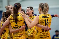 07-11-2016 NED: CEV CL Sliedrecht Sport - Imoco Volley Conegliano, Sliedrecht<br /> In een volgepakt Sporthal De Basis speelt Sliedrecht de derde wedstrijd in de Champions League / Vreugde bij Imoco Volley Conegliano